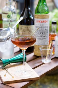 The Martinez Cocktail, similar to a Manhattan with gin in place of whiskey. This is my favorite martini cocktail! It's not too sweet. Cocktail Names, Cocktail Drinks, Cocktail Recipes, Alcoholic Drinks, Drink Recipes, Beverages, Cocktail Ideas, Bourbon Drinks, Wine Pairings