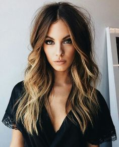 61 Hair Color Trends Should Try in 2019 balayage Hair Color 2018, Ombre Hair Color, Hair Color Balayage, Brown Hair Colors, Hair Highlights, Color Highlights, Caramel Highlights, Hair Colours, Medium Hair Styles For Women