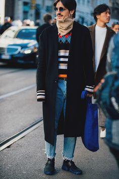 df98a2d30233 Street style Fashion Week homme automne hiver 2017 2018 de Milan Mens  Fashion 2018