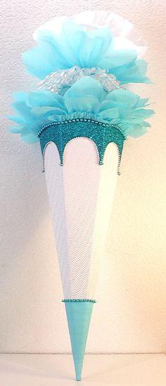"""Schultüte - Rohling """"Eiskönigin"""" mit Diamant(Glitzer)-Effekt zum selbst verzieren in hellblau / türkis und weiß. In mehreren Größen, siehe unten die Beschreibung !!!  Hier biete ich diese Tüte in..."""