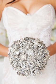 Beautiful silver brooch bouquet #white #weddinginspiration