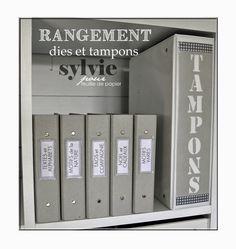 A mon tour de vous montrer mon système de rangement pour les dies et les tampons Feuille de papier.   J'ai également opté pour un système...