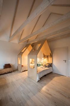 Chambre enfant jumeaux lit cabane maison diy aménagement des combles sous les t… Twin children's room cabin bed diy arrangement of the attic under the roof or each has its own universe, its cocoon, its house the… Continue reading → Kid Beds, Bunk Beds, Childrens Beds, House Beds, Kids Bed House, Cabin Beds For Kids, Kid Spaces, Kids Furniture, Wooden Furniture
