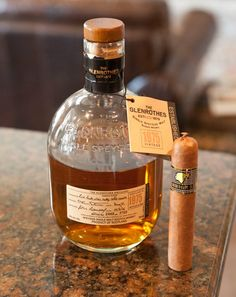 Choosing a Good Cigar: Beer and Cigar of the Month Club Subscription Giveaway Good Cigars, Cigars And Whiskey, Scotch Whiskey, Cigar Humidor, Cigar Bar, Cigar Accessories, Pipes And Cigars, Cuban Cigars, Liqueur