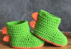Crochet Baby Shoes Ravelry: Dinosaur Baby Booties RAWR pattern by Jinty Lyons - Booties Crochet, Crochet Shoes Pattern, Crochet For Boys, Crochet Baby Booties, Cute Crochet, Crochet Crafts, Crochet Projects, Crochet Patterns, Crochet Art