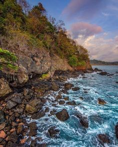 While exploring the #monkey trail last night in Manuel Antonio @mijlof decided to head off the path to follow the sounds of the #ocean and this is what he found!  Stunning! Thanks for sharing! #CostaRica #vacations #crexperts