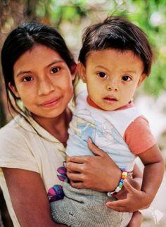 Duo d'enfants dans la communauté de la Reyna près de Matagalpa au Nicaragua