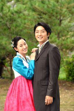 Gunman in Joseon (Hangul: 조선 총잡이; RR: Joseon Chongjabi) is a 2014 South Korean television series starring Lee Joon-gi, Nam Sang-mi, Jeon Hye-bin, Han Joo-wan, and Yu Oh-seong. It aired on for 22 episodes. Joon Gi, Lee Joon, Asian Celebrities, Celebs, Lee Jong Ki, Jeon Hye Bin, Moon Lovers Drama, Most Handsome Actors, World Trends