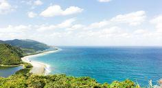 鹿児島県の離島「甑島」。昔ながらの風景がのこる集落で、素のままの島時間を味わえる 4泊5日/6泊7日の滞在プランをご用意しました。透き通る深いブルーの海、独特な地形のトンボロといった自然や、昔ながらの暮らしの風景が残るこの島で、忙しい日常でみおとしていた大切な時間を見つめてみてください。