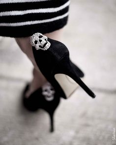 Toronto Street Style Fashion - Nine West Pointed Toe Black Suede Pumps Shoelery Sparkly Skull Shoes Clips