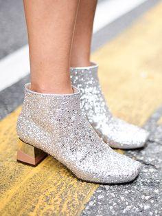 Le silver shoes sono un vero must-have... Ma come abbinare le scarpe argentate con stile? Scopri su Stylight 5 modi cool per abbinare le scarpe argentate!