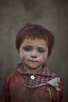 21 Haunting Portraits Of Afghanistan's Refugee Children Living In The Slums Of Islamabad (PICTURES)