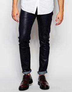 Röhrenjeans von ASOS beschichteter Jeansstoff verdeckter Reißverschluss fünf Taschen enge Passform Maschinenwäsche 99% Baumwolle, 1% Polyester unser Model trägt 32 Zoll/81 cm Normalgröße und ist 185,5 cm/6 Fuß 1 Zoll groß