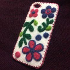 花柄のiPhoneケースです。|ハンドメイド、手作り、手仕事品の通販・販売・購入ならCreema。