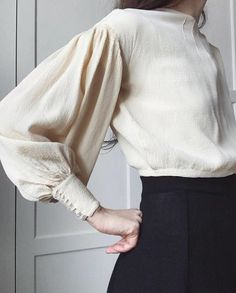 ambivalence の sleeves chemisier blanc creme creamy blouse classic chic  glamour allure style mode fashion 89febe8e4b67