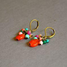 """Boucles d'oreilles fantaisies pierres fines multicolores sur dormeuses bronzes : Modèle """"Naumi"""" : Boucles d'oreille par kanakeis"""