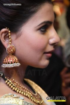 Where Sell Gold Jewelry Code: 4981681644 Gold Jhumka Earrings, Indian Jewelry Earrings, Jewelry Design Earrings, Gold Earrings Designs, Mom Jewelry, Pendant Jewelry, Tika Jewelry, Jewelry Armoire, Jewelery