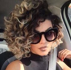 56 Trendy hair color two tone bob hairstyles Ombre Curly Hair, Curly Hair With Bangs, Curly Hair Cuts, Curly Bob Hairstyles, Ombre Hair Color, Winter Hairstyles, Short Curly Hair, Curly Hair Styles, Natural Hair Styles