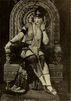 "Betty Blythe as ""The Queen of Sheba"" Retronaut 