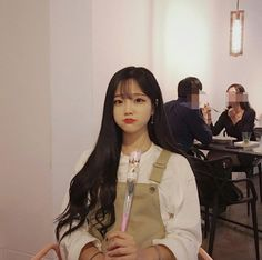 Find images and videos about girl, korean and flower on We Heart It - the app to get lost in what you love. Ulzzang Korean Girl, Cute Korean Girl, Asian Girl, Jung So Min, Korean Beauty Girls, Asian Beauty, Choi Seo Hee, Girl Friendship, Yu Jin