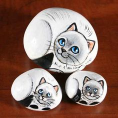 Painted rocks - family of 3 white cats