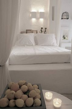 Step built in bed Ibiza Rustic Light White Bedroom Style At Home, White Rooms, White Houses, Beautiful Bedrooms, Dream Bedroom, Interiores Design, Home Fashion, Ibiza, Bedroom Decor