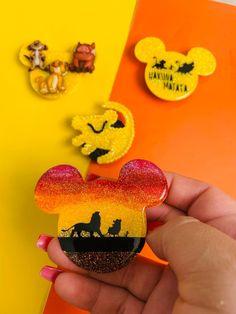 Diy Resin Art, Diy Resin Crafts, Crafts To Sell, Pop Socket, Disney Up, Disney Stuff, Cute Popsockets, Acrylic Keychains, Iphone Cases Disney