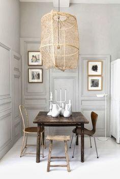 Kaunis pieni ruokailuhuone ja suuri lampunvarjostin - COCOCOZY