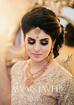 wedding hairstyles indian Wedding makeup indian hairdos Ideas for 2019 Bridal Hairstyle Indian Wedding, Pakistani Bridal Makeup, Bridal Hairdo, Hairdo Wedding, Indian Hairstyles, Bride Hairstyles, Engagement Hairstyles, Saree Hairstyles, Engagement Makeup