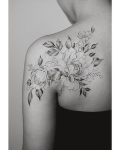 Leading Tattoo Magazine & Database, Featuring best tattoo Designs & Ideas from around the world. At TattooViral we connects the worlds best tattoo artists and fans to find the Best Tattoo Designs, Quotes, Inspirations and Ideas for women, men and couples. Back Of Shoulder Tattoo, Shoulder Tattoos For Women, Flower Tattoo Shoulder, Floral Shoulder Tattoos, Tattoo Floral, Shoulder Sleeve, Cute Small Tattoos, Large Tattoos, Unique Tattoos