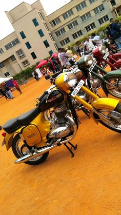 Jawa 350, Bike Photoshoot, Old Bikes, Old Skool, Vespa, Cars And Motorcycles, Vintage Cars, Madness, Cherry