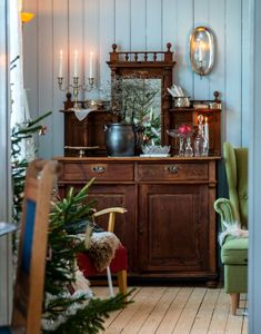 Traditional Decor Tips To Make Any Home Look Amazing – DecorativeAllure Christmas Home, Traditional Decor, French Cottage Decor, Cottage Decor, Swedish Decor, Home Decor, Country Cottage Decor, Christmas Inspiration, Living Room Designs