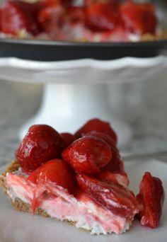 Strawberry Cream Cheesecake Pie | Small Town Woman