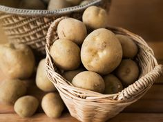 You can keep your potatoes fresh for months (yes, months!) with these super simple storage tips. Here's what you need to know:It depends on how they're stored. Under perfect conditions a … Fresh Potato, Raw Potato, My Recipes, Snack Recipes, How To Store Potatoes, Potato Snacks, Tea Time Snacks, Evening Snacks, Cake Tasting
