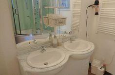 La salle de bain de la chambre La Royale