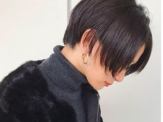Chic Short Hair, Short Hair Cuts, Shot Hair Styles, Aesthetic People, Married Woman, Layered Haircuts, Beautiful Boys, Dyed Hair, New Look