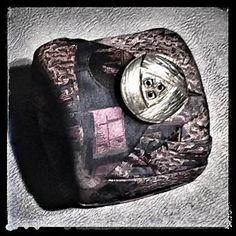 Nello store una cravatta vintage diventa un bracciale, produzione artigianale