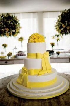 Inspiração para bolos de casamento: Laços! http://www.seuevento.net.br/uberlandia/artigos-e-dicas/26/04/2012/inspiracao-para-bolos-de-casamento-lacos/