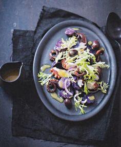 Lauwarmer Kartoffelsalat mit Frisée und Pulpo – Manuela Rüther