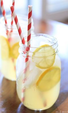 Easy Homemade Lemonade Recipe This weekend, our neighbor was kind enough to give us a big bag of homegrown lemons. We put the lemons right to work and made a batch of Homemade Lemonade. This homemade lemonade recipe is Refreshing Drinks, Summer Drinks, Fun Drinks, Healthy Drinks, Beverages, Homemade Lemonade Recipes, Strawberry Lemonade, Blueberry Lemonade, Lavender Lemonade