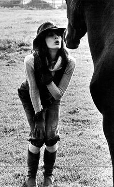 Anjelica Huston photo by Bob Richardson Terry Richardson, Anjelica Huston, Andreas Gursky, Horse Love, Pretty Horses, Horse Girl, Beautiful People, Beautiful Stories, Beautiful Life
