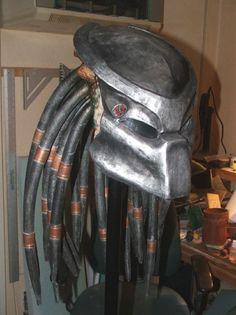Predator Bio Mask - Pepakura (updated) I made a Master Chief Helmet from Halo a couple of years back Predator Costume, Predator Cosplay, Predator Helmet, Predator Alien, Alien Cosplay, Cosplay Tutorial, Cosplay Diy, Cosplay Ideas, Cosplay 2016