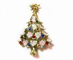 Rhinestone Holiday Christmas Tree Brooch - Vintage Costume Jewelry.