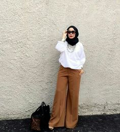 Heretoinspire Street Hijab Fashion, Abaya Fashion, Work Fashion, Modest Fashion, Fashion Pants, Muslim Women Fashion, Islamic Fashion, Casual Hijab Outfit, Hijab Chic