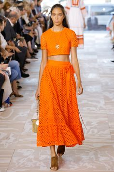 Tory Burch Spring 2017 Ready-to-Wear Fashion Show - I will wear this everywhere at any time #orange