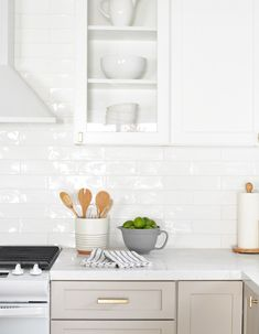 New kitchen? DIY Subway Tile Installation Small Garden Bridges You'll Love To Cross! Glass Backsplash Kitchen, White Subway Tile Backsplash, Subway Tile Kitchen, White Tile Backsplash Kitchen, Metro Tiles Kitchen, Taupe Kitchen Cabinets, Shower Cabinets, White Tiles, Kitchen Redo