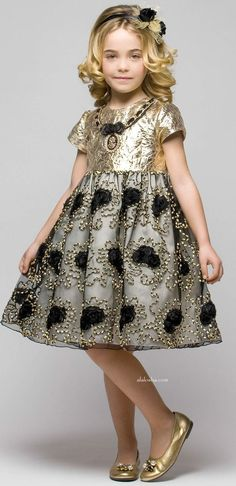 Best known for their flamboyant fashion pieces for girls, Graci creates dresses of liquid silk and soft tulle all sprinkled with clever use. Fashion Kids, Little Girl Fashion, Toddler Fashion, Fashion Blogs, Fashion Fashion, Fashion Trends, Baby Girl Dresses, Baby Dress, Flower Girl Dresses