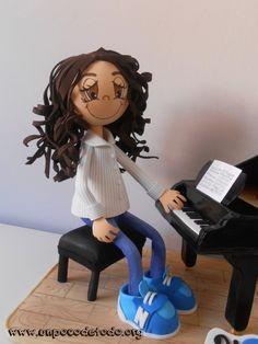 www.unpocodetodo.org - Fofucha de Ruth - Fofuchas - Goma eva - crafts - grand piano - manualidades - personalizado - piano - 6