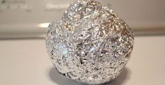 Roll some aluminum foil into a ball and toss it into the dryer to soften your clothes and prevent static cling. You can use it many times - just leave it in your dryer for the next load of clothes! Diy Cleaning Products, Cleaning Hacks, Car Cleaning, Cleaning Solutions, Cleaning Supplies, Static Cling, Laundry Hacks, Home Hacks, Kitchen Hacks
