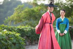 Time Slip Dr. Jin (2011) ♥ Kim Kyung Tak (Kim Jaejoong) and Young Rae (Park Min Young) ♥ #DrJin #kdrama - interesting #hanbok blue/green combi